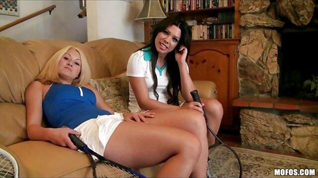 Une lesbienne mature film x gratuit francais amateur potelée baisée par une jeune adolescente excitée