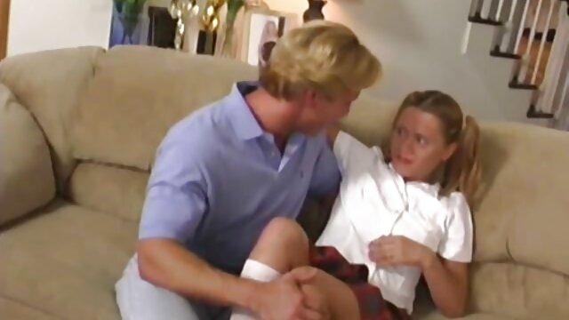 Deux mecs s'amusent film porno amateur français gratuit avec une blonde chaude attachée