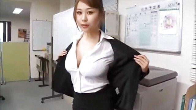Jeune femme jouant avec une video x amateur français gratuit énorme bite 1