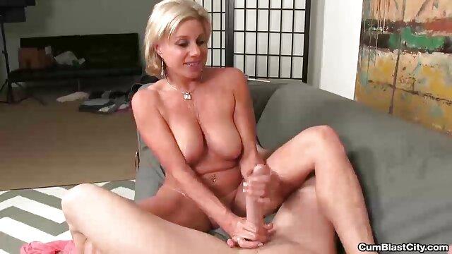 Mère mature film porno amateur gratuit français blonde russe baisée par 2 mecs